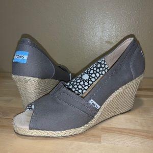 Toms 9 gray canvas nude wedges peep toes heels